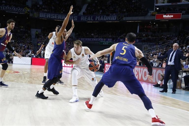 Euroleague: Ασύλληπτος Ντόντσιτς! Τρίποντο από τη μία μπασκέτα στην άλλη! [vids] | Newsit.gr