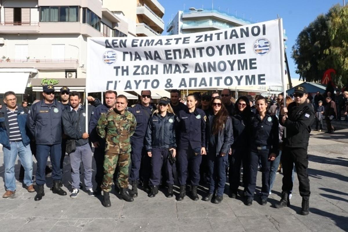 Ηράκλειο: Στους δρόμους οι ένστολοι της Κρήτης – «Δεν είμαστε ζητιάνοι για να επαιτούμε» [pics] | Newsit.gr