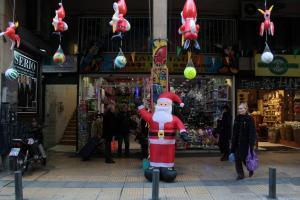 Εορταστικό ωράριο: Σε ισχύ από σήμερα – Ανοιχτά τρεις Κυριακές τα μαγαζιά