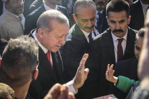 Ερντογάν σε μαθητές στη Θράκη: Όλοι μαζί είμαστε Τουρκία [pics]