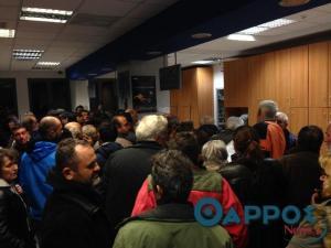 Μεσσηνία: Ατελείωτες ουρές για τα εργόσημα – Περίμεναν από τα ξημερώματα έξω από τα ΕΛΤΑ!