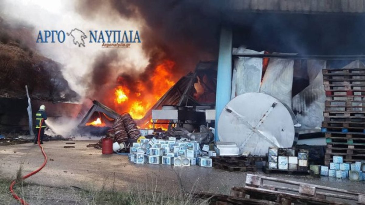 Αμείωτη η ένταση της φωτιάς στο τυροκομείο του Άργους! [pics]   Newsit.gr
