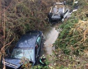 Πέλλα: Δύο αυτοκίνητα έπεσαν σε κανάλι [pics]