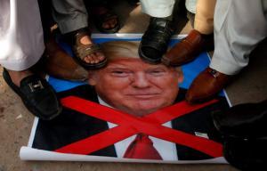 Μέση Ανατολή: Μια «γροθιά» το Ιράν κατά του Τραμπ – «Αλληλεγγύη στην Παλαιστίνη, θάνατος στις ΗΠΑ»