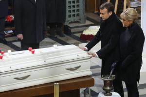 «Πόρτα» στην Μαρίν Λε Πεν στην κηδεία του Τζόνι Χαλιντέι
