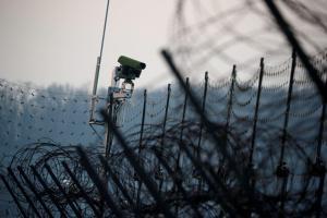 Βόρεια Κορέα: Αυτομόλησε κι άλλος στρατιωτικός