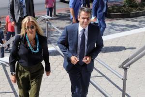 ΣΥΡΙΖΑ: Έκθετος ο Μητσοτάκης για τις οικονομικές δραστηριότητες της συζύγου του