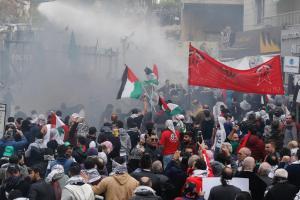 Σοβαρά επεισόδια έξω από την αμερικανική πρεσβεία στη Βηρυτό σε διαδήλωση για την Ιερουσαλήμ [pics, vid]