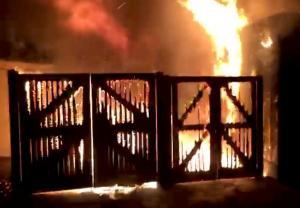 Συναγερμός στο Λονδίνο: Πυρκαγιά ξέσπασε σε μεγάλο ζωολογικό
