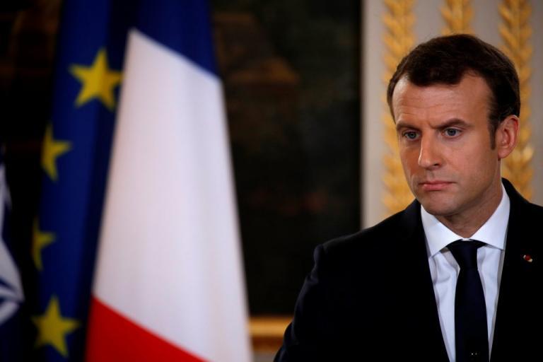 Έξαλλος ο Μακρόν με τον Άσαντ: «Απαράδεκτες οι δηλώσεις του»