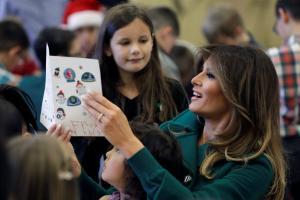 Μελάνια Τραμπ: Μοίρασε δώρα σε παιδιά
