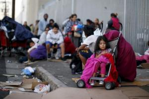 Ο Τραμπ θέλει να πάρει από τους μετανάστες τα παιδιά τους και να τα δώσει στην πρόνοια