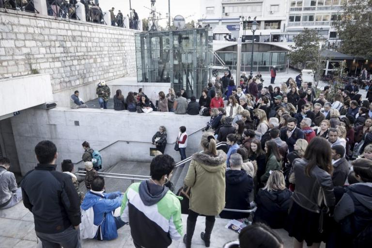 Εκκενώθηκε το μετρό Συντάγματος! Άτομο έπεσε στις ράγες! | Newsit.gr