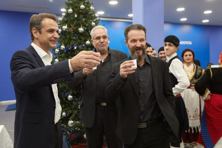 Κυριάκος Μητσοτάκης: Του έψαλλαν τα Πρωτοχρονιάτικα κάλαντα – Οι ιδιαίτερες μαντινάδες [pics] | Newsit.gr