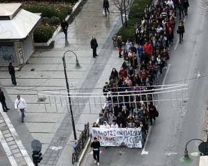 Λάρισα: Πορεία διαμαρτυρίας από μαθητές του μουσικού σχολείου – «Η παιδεία δεν είναι ουτοπία» [vid]