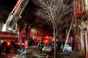 Ανείπωτη τραγωδία στη Νέα Υόρκη – 12 νεκροί από φωτιά σε πολυκατοικία