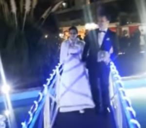 Αχαϊα: Γαμπρός και νύφη αψήφησαν το κρύο – Το γαμήλιο μπλουζ που έγινε θέμα συζήτησης [vid]