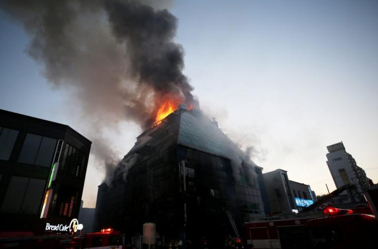Μεγάλη φωτιά σε κέντρο ομορφιάς στην Νότια Κορέα – «Ψήθηκαν» μέσα στην σάουνα! 29 νεκροί [pics]