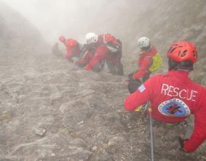 Ολονύχτια δραματική επιχείρηση στον Όλυμπο για τους δυο ορειβάτες – Νεκρός ο ένας, τραυματίας ο δεύτερος