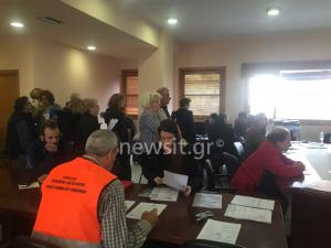 Μάνδρα: Τους ζητούν φωτογραφίες τώρα που καθάρισαν τα σπίτια τους από τη φονική πλημμύρα