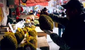 Το φρούτο αυτό μυρίζει τόσο έντονα που σε κάποιους χώρους απαγορεύεται
