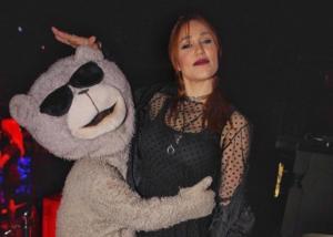 Πηνελόπη Αναστασοπούλου: Η ανανεωμένη εμφάνιση της σε opening party! [pics]