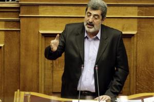 Νέο σόου Πολάκη στην Βουλή: Κάνετε αντιπολίτευση με πληρωμένα πρωτοσέλιδα εφημερίδων