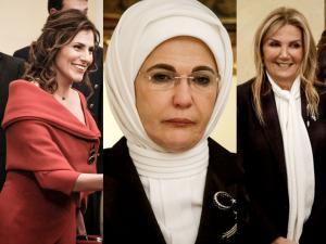 Το παρασκήνιο ενός δείπνου: Οι χαμογελαστές Μπέτυ Μπαζιάνα και Μαρέβα Μητσοτάκη και η «μουτρωμένη» Εμινέ Ερντογάν [pics]
