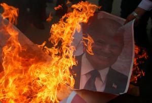 Οργή και φωτιά – Κόλαση στη Δυτική Όχθη μετά την εμπρηστική απόφαση Τραμπ [pics]