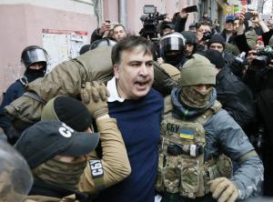 Ο πρώην πρόεδρος της Γεωργίας απειλούσε να πέσει από μια ταράτσα
