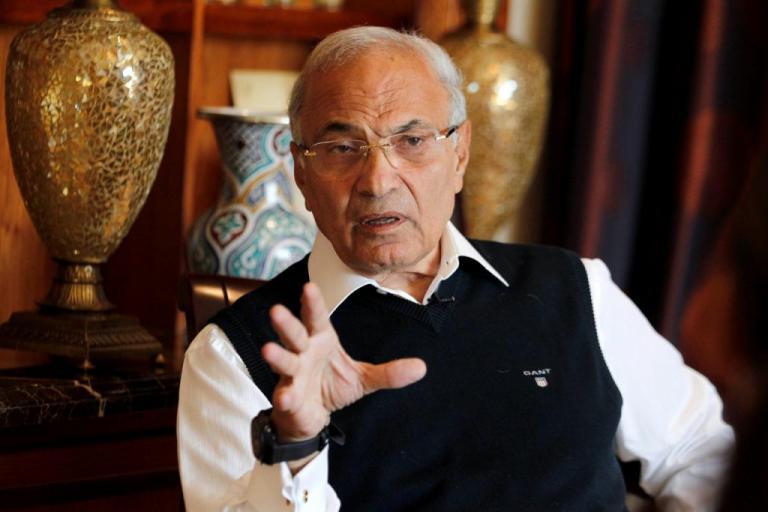 Απελάθηκε από τα Αραβικά Εμιράτα ο πρώην πρωθυπουργός της Αιγύπτου – Τον έστειλαν… πακέτο στον Αλ – Σίσι