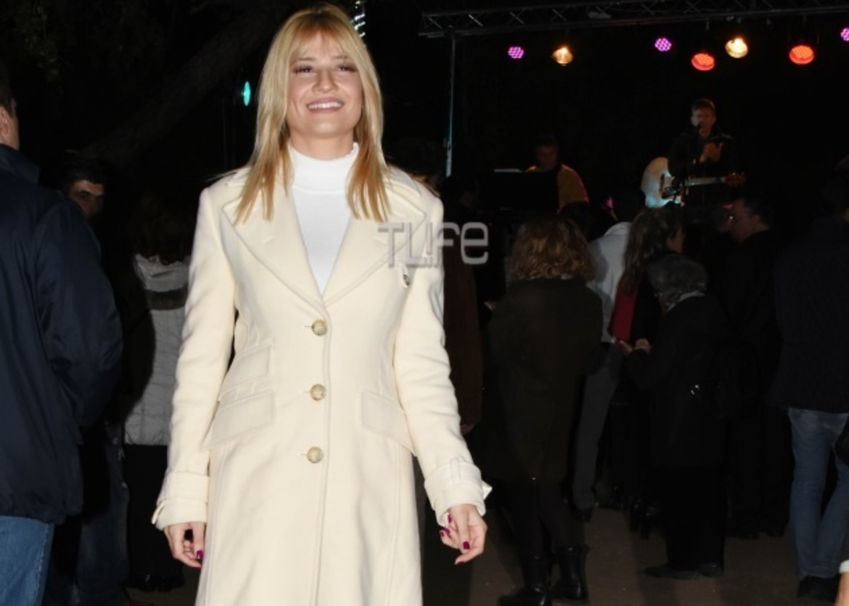 Φαίη Σκορδά: Ντυμένη στα λευκά σε χριστουγεννιάτικη εκδήλωση [pics] | Newsit.gr