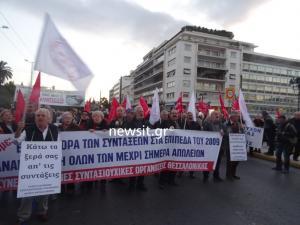 Πορεία συνταξιούχων από όλη την Ελλάδα στο κέντρο της Αθήνας [pics, vid]