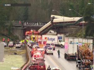 Τρόμος! Εκτροχιασμός τρένου στην Ουάσινγκτον – Νεκροί και τραυματίες [vids]