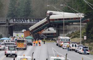 Εκτροχιασμός τρένου με τρεις νεκρούς στην Ουάσινγκτον [pics, vids]