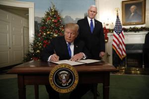 Τραμπ: Πέρασε νόμο, κέρδισε χρόνο, οι ΗΠΑ… οξυγόνο