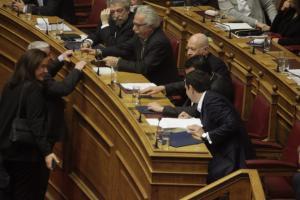 Μαξίμου κατά Μπακογιάννη για την ΠΓΔΜ: Ανεύθυνη η στάση της – Μανία για αποσταθεροποίηση της χώρας