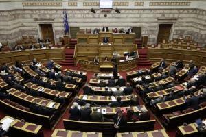 """Σε """"πύρινο"""" κλίμα η συζήτηση για το πολυνομοσχέδιο – Τσακαλώτος: Δεν είναι… όλα τα μέτρα προαπαιτούμενα"""