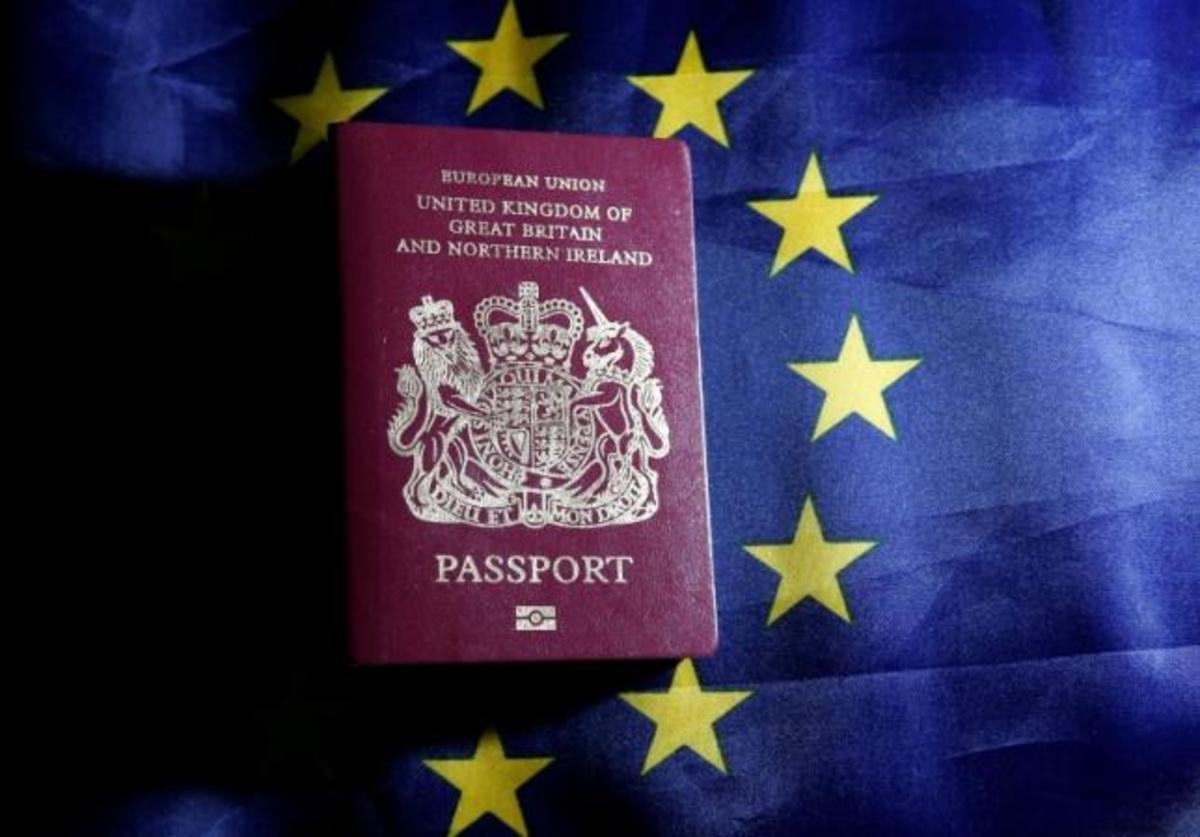 Τέλος το μπορντό χρώμα στα Βρετανικά διαβατήρια – Το Brexit φέρνει πίσω το βαθύ μπλε   Newsit.gr