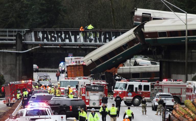 Φονικός εκτροχιασμός στην Ουάσινγκτον! Πολλοί νεκροί και τραυματίες [vids, pics] | Newsit.gr