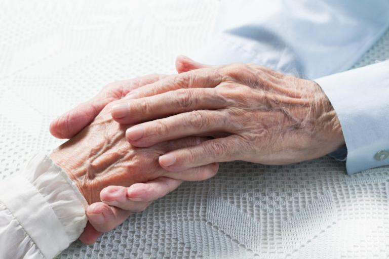 Συγκλονιστικό! Ζευγάρι ηλικιωμένων πέθανε με διαφορά 5 ωρών