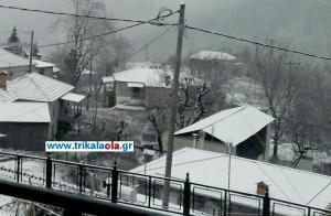 Θεσσαλία: Χιόνια σε Τρίκαλα και Καρδίτσα – Στους δρόμους 24 μηχανήματα [pic, vid]