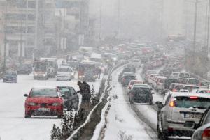 Καιρός: Ο χιονιάς «σαρώνει» τη χώρα – Σε ισχύ το εκτακτο δελτίο επιδείνωσης