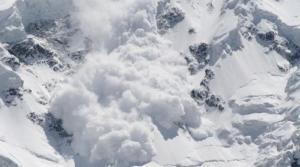 """Τα δυστυχήματα από χιονοστιβάδες στα ελληνικά βουνά που """"πάγωσαν"""" το πανελλήνιο"""