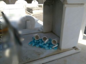 Χανιά: Έκρυβε κοκαϊνη σε τάφο νεκροταφείου – Αποκαλυπτικές εικόνες μετά τη σύλληψη [pics]