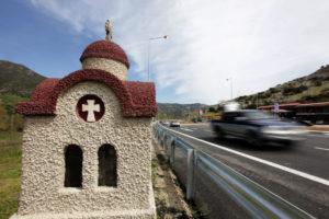 Τέμπη: Ξέφραγο αμπέλι η παλιά εθνική οδός – Βροχή οι καταγγελίες για οδηγούς φορτηγών!
