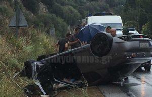 Βόλος: Αποκαλυπτικές εικόνες μετά από τροχαίο – Το αυτοκίνητο κατέληξε έτσι μπροστά στους φίλους τους [pics]