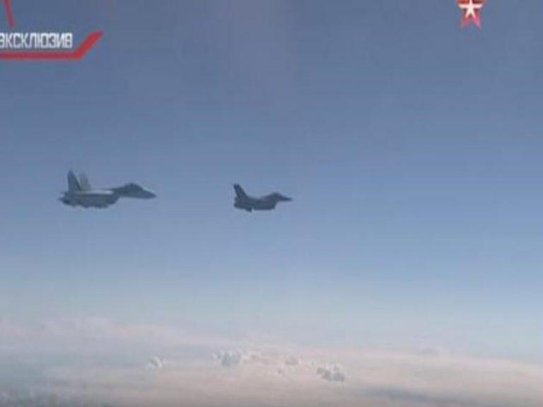 Η στιγμή που το Νατοϊκό F-16 παρενοχλεί το αεροσκάφος του Ρώσου Yπουργού Άμυνας![vid]