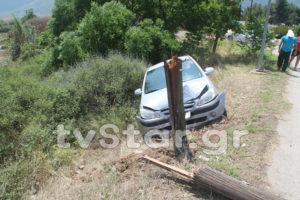 Λαμία: Αυτοκίνητο έκοψε στα δύο κολόνα του ΟΤΕ! [pics]