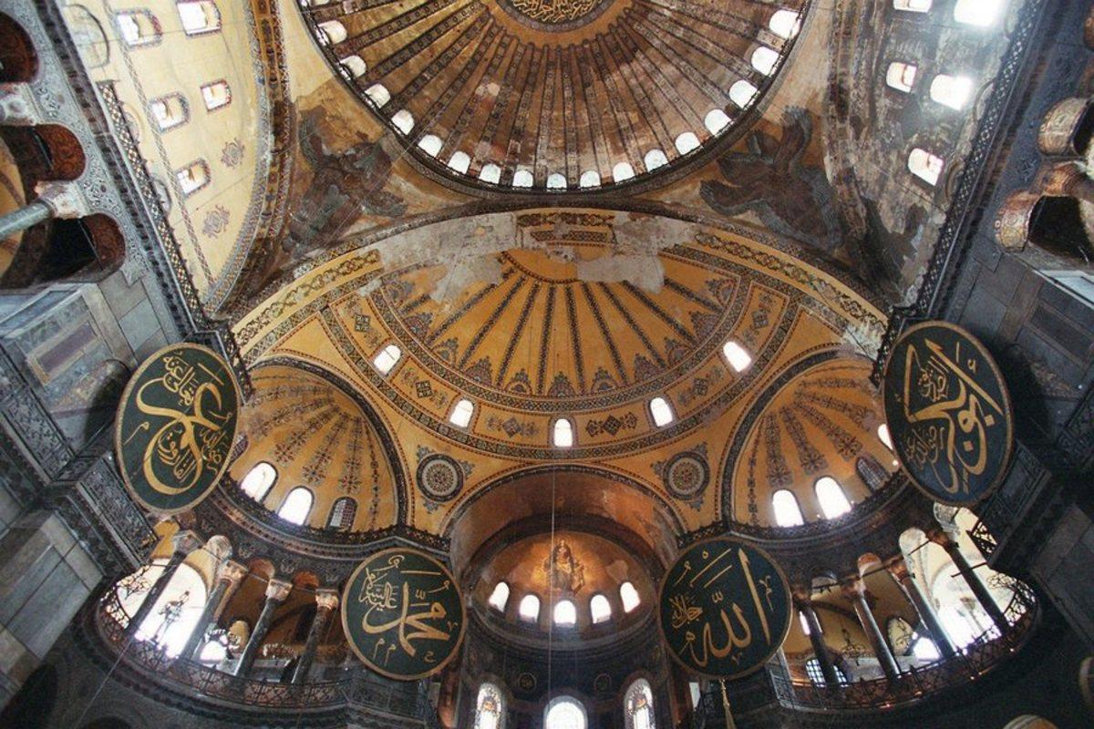 """Η Τουρκία εγκαλεί την Ελλάδα για την Αγιά Σοφιά! """"Να σέβεστε τις θρησκείες!"""""""
